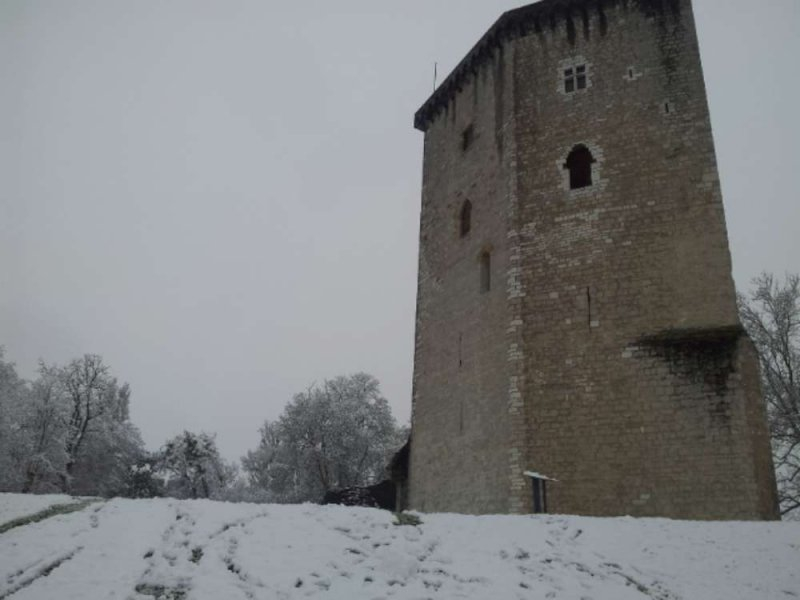 La tour Moncade sous la neige